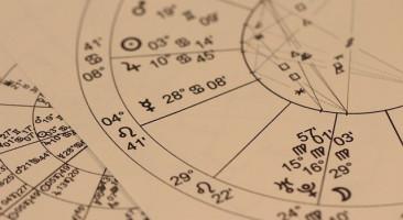 É possível o católico ler o horóscopo 'só por diversão'?