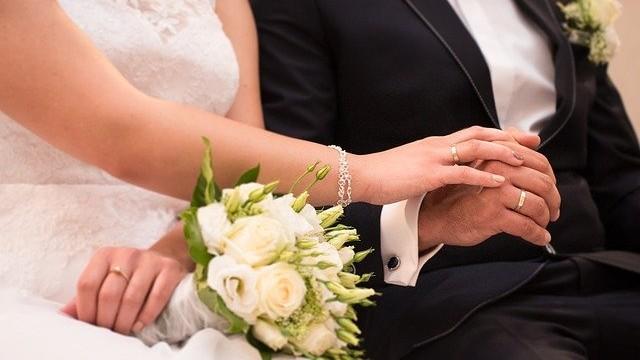 Beijar a aliança todos os dias: uma indulgência especial aos casais