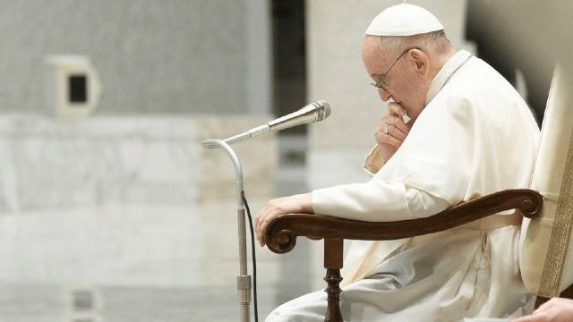 É preciso estar em um confessionário para entender o preço tão alto do aborto, diz o papa
